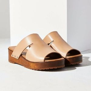 KELSI DAGGER BROOKLYN Nude Wood Slide Sandal